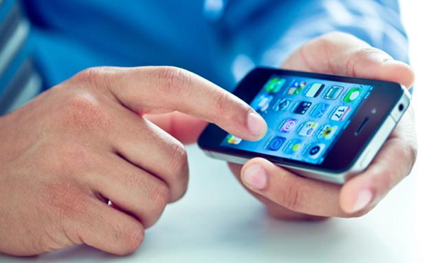 Cómo proteger tu smartphone de virus y malware Fuente: revistainteractive.com/virus-smartphone