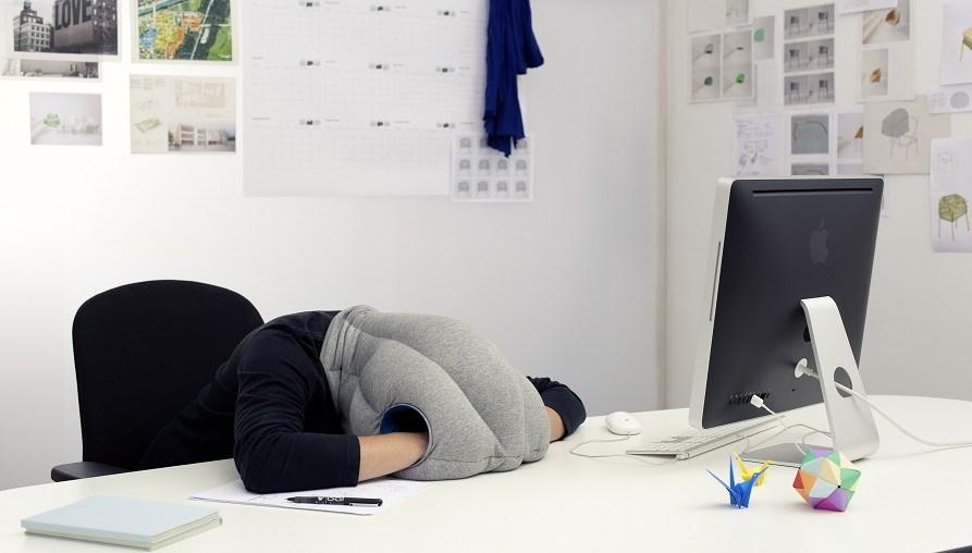 dormir siesta en el trabajo. Fuente de la imagen: Periodismo.com