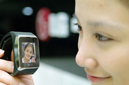 , El teléfono de pulsera ya se comercializa en Corea