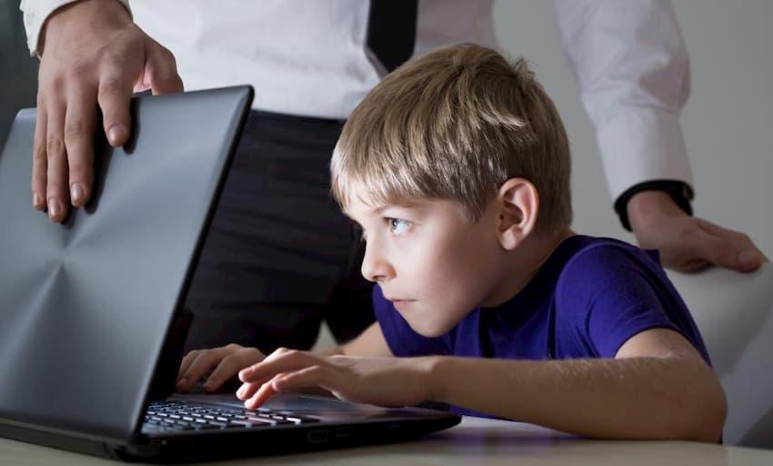 Niños hiperconectados a Internet fuente: ElPaís