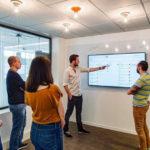 Descubre cómo las reuniones express mejoran el trabajo en equipo